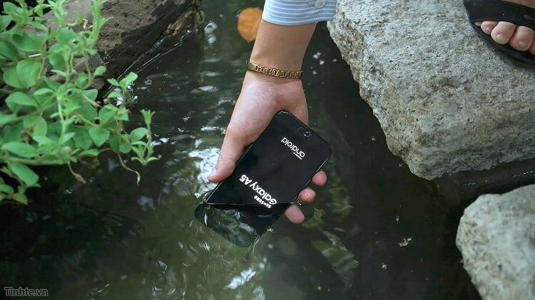 Galaxy A5 2017: Một trong những siêu phẩm điện thoại chống nước của Samsung