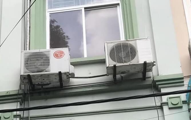 Lắp cục nóng ngoài trời kiểu này vừa tốn điện vừa làm giảm tuổi thọ điều hòa