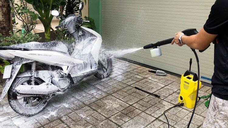 Máy xịt rửa xe gia đình loại nào tốt
