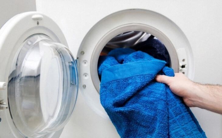 Ưu điểm của máy giặt cửa ngang là quần áo ít bị xoắn vào nhau