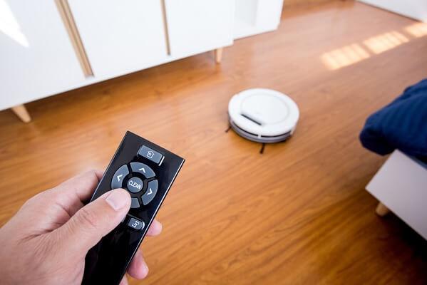 Điều khiển từ xa hay điều khiển qua ứng dụng là chức năng không thể thiếu với Robot hút bụi