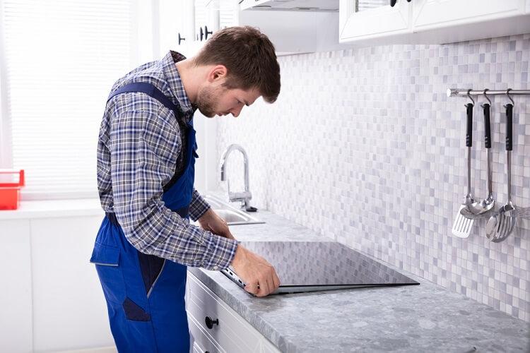 Hầu hết các sản phẩm bếp từ nhiều mâm nấu đều có thể đặt âm (cắt mặt đá của bếp)