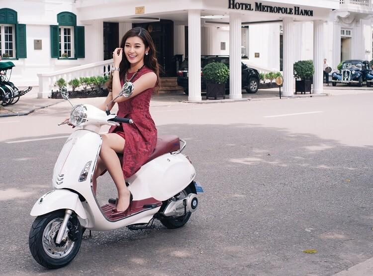 Xe máy điện nhỏ gọn và thời trang rất hợp với các chị em